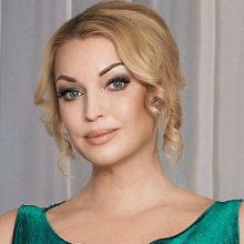 Анастасия Волочкова уверяет, что у нее с 12-летней дочерью теперь один размер одежды